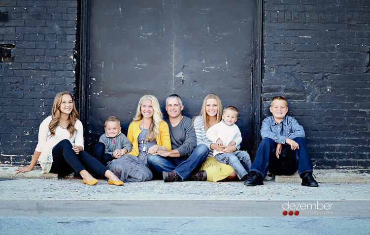 Salt Lake City and Utah Valley mini spring family portrait sessions.  Utah family pictures.  Utah family portraits photographer. Cheap and affordable with this special!  By Utah